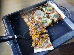 Pizza-Ananas-Broccoli-Thunfisch-und-Mais-lecker